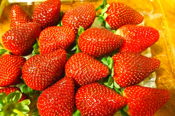 Strawberries washed and ready to cut